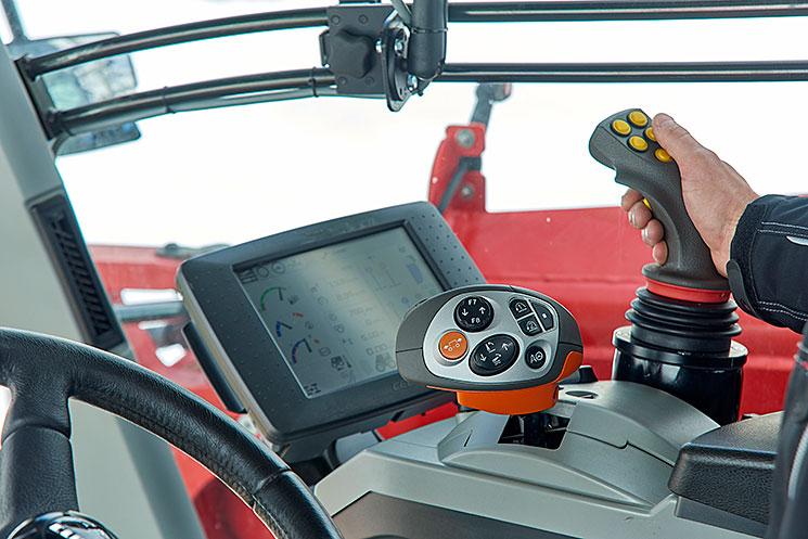 Vue intérieure de la cabine de conduite du Fastrac