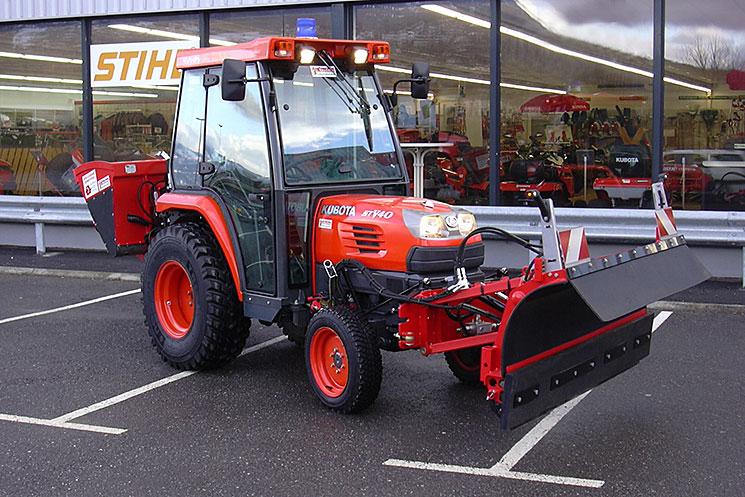 Vue d'un Micro-tracteur avec lame